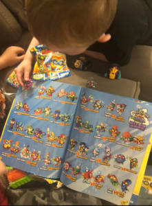 kids reading magazine